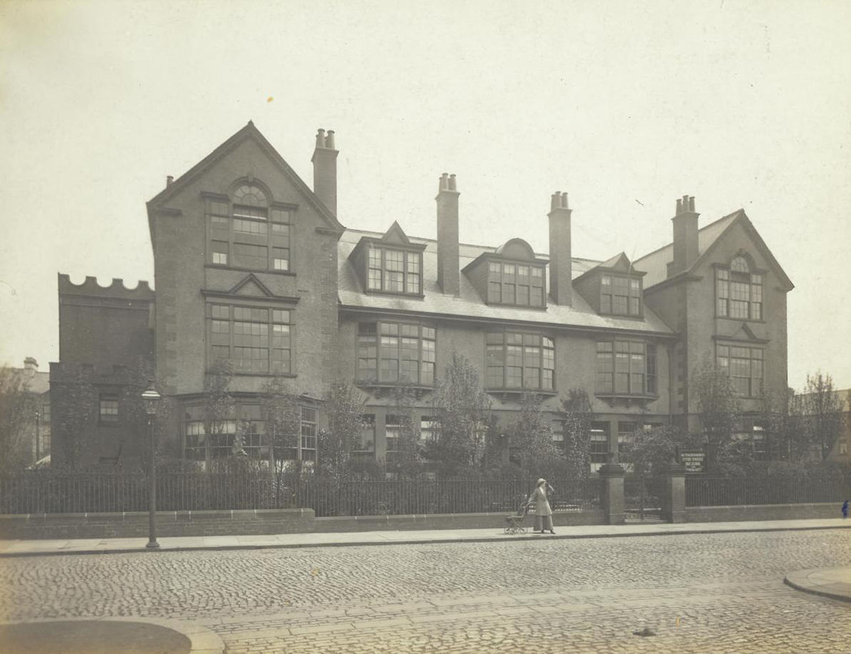 Central Newcastle High School exterior 1916